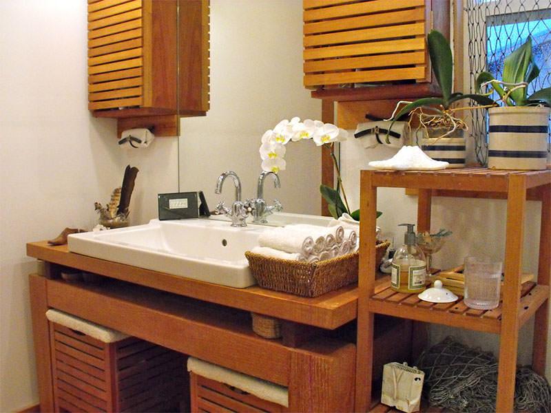 21-banheiro-orquidea-madeira