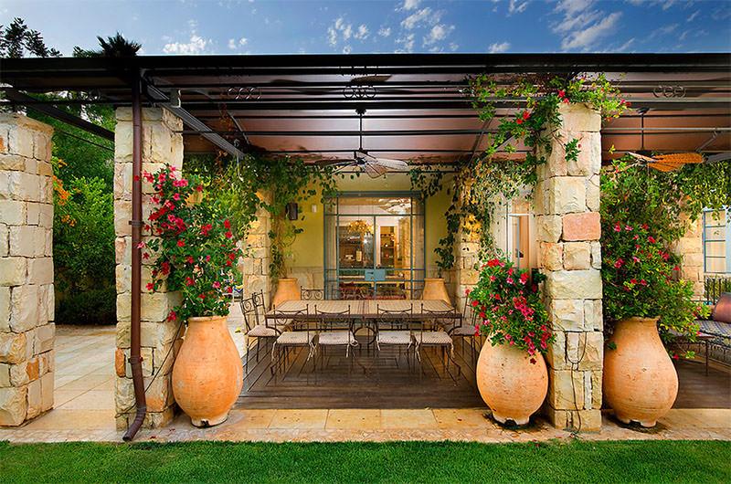 3-vasos-de-plantas-grandes-varanda
