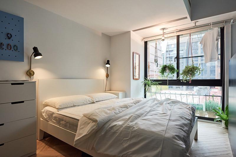 17-quarto-com-janelas-grandes